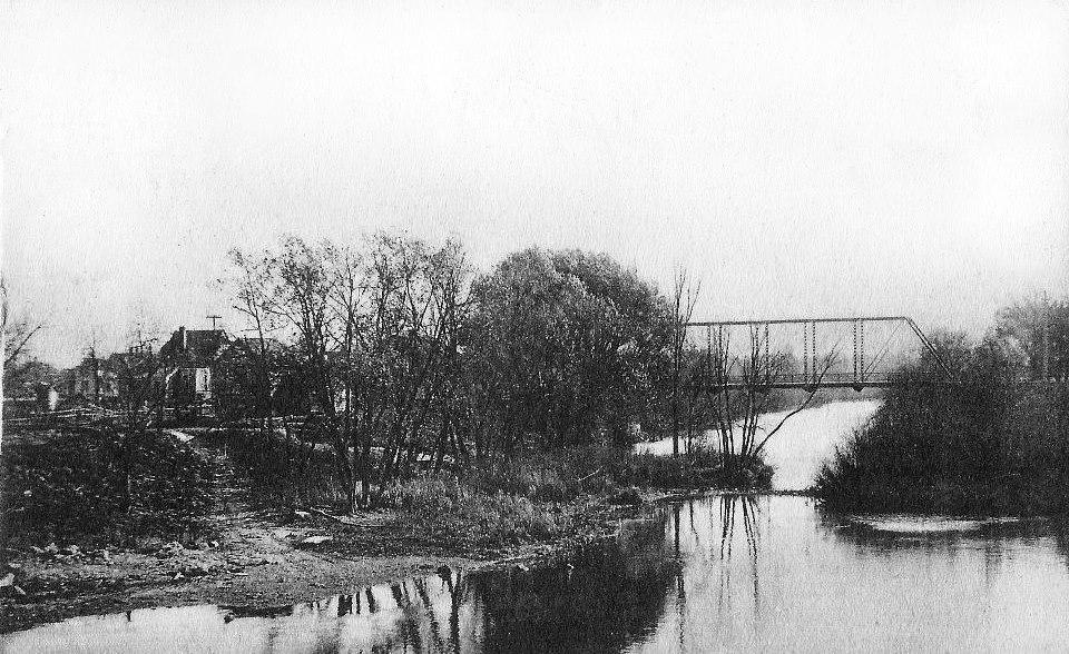 Cedar River (looking south towards the Bridge St. bridge from the Water St. bridge) Austin, Mn