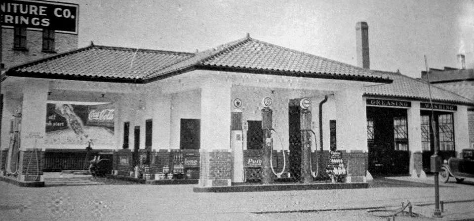 Pure Oil station on the other end of Main, Oakland Ave n Main, a corner station Austin, Mn