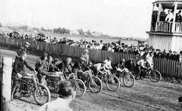 Motorcycle race - 1915 Austin, Mn