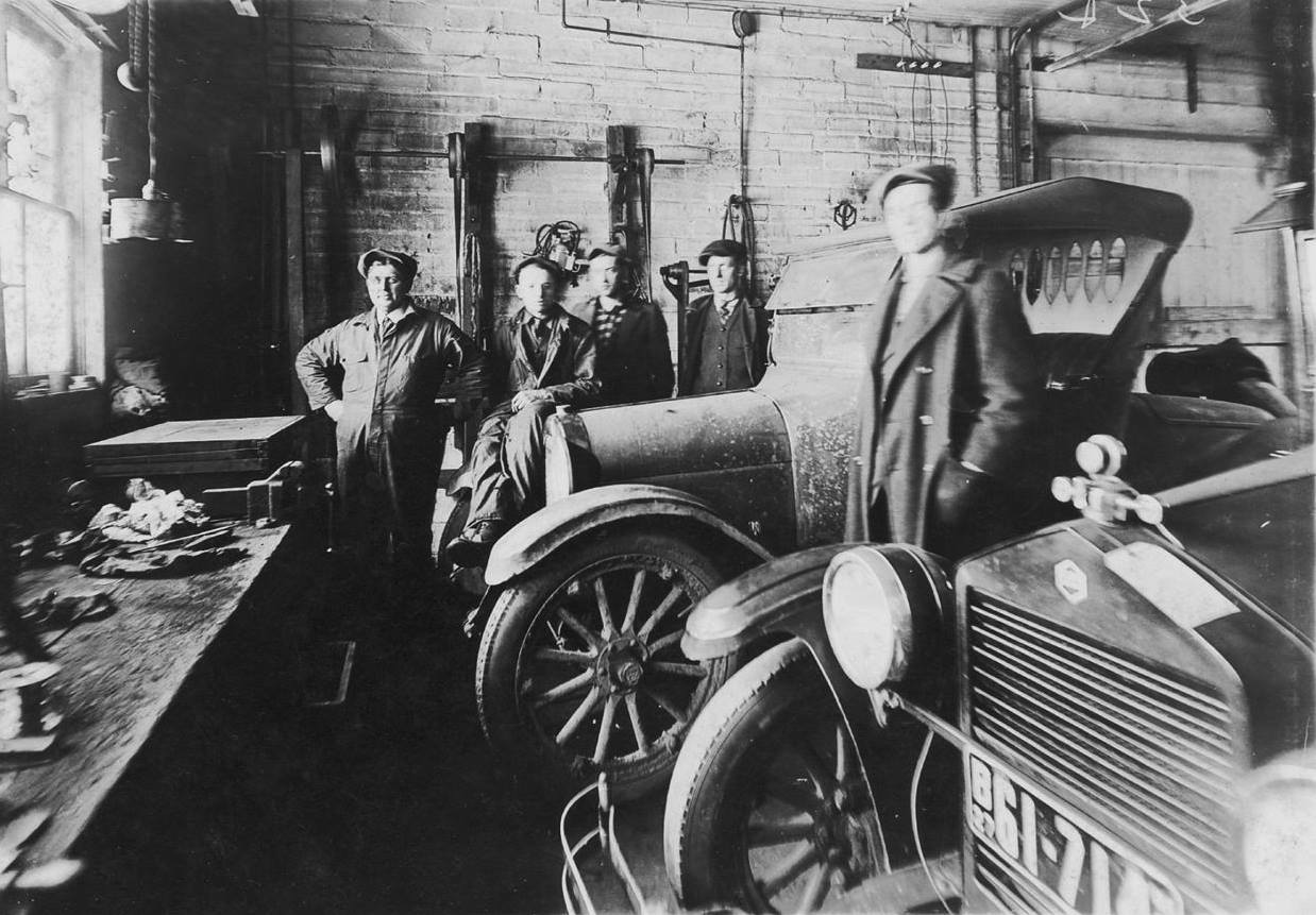 Working in a garage - 1927 (Will Kellner - Archie Kellner - Ernie Anderson - Claude Enright)