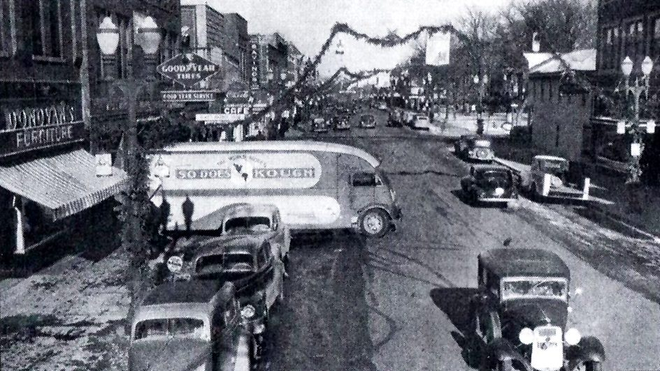 Main Street (looking north from Oakland Ave. - 1940's) Austin, Mn